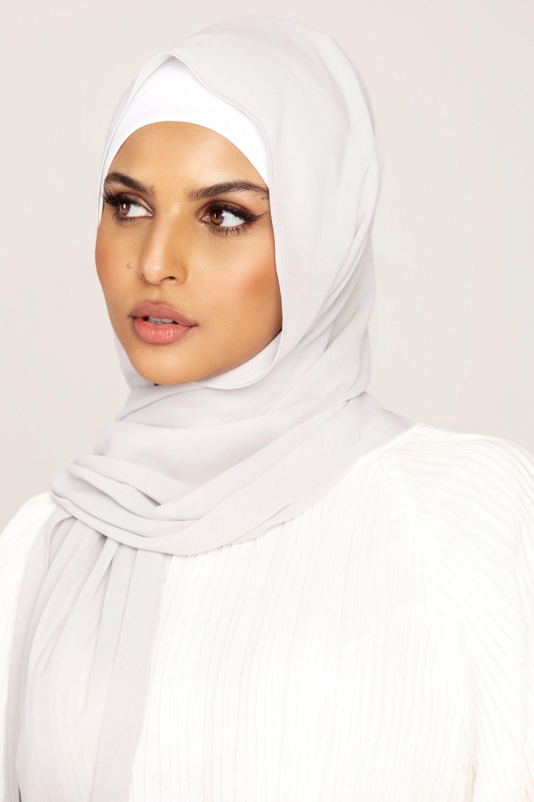 حجاب قطني أبيض موضة 2021