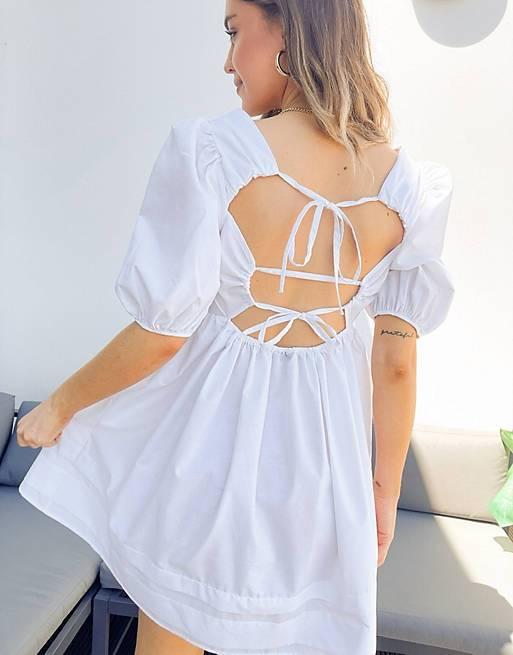 فستان قصير بظهر مكشوف