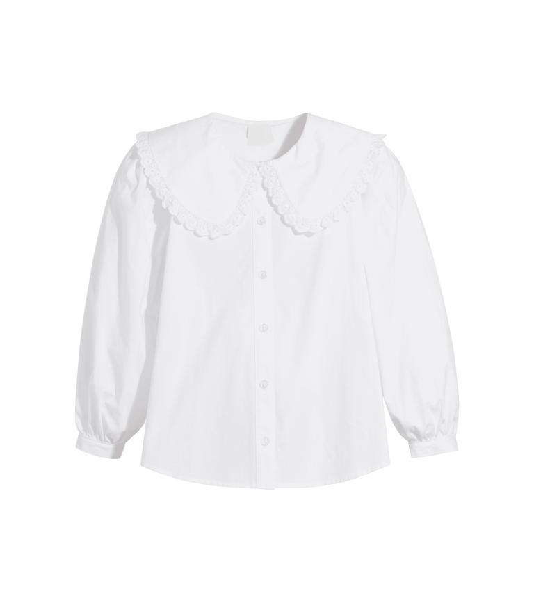 قميص أبيض بقبة مكشكشة