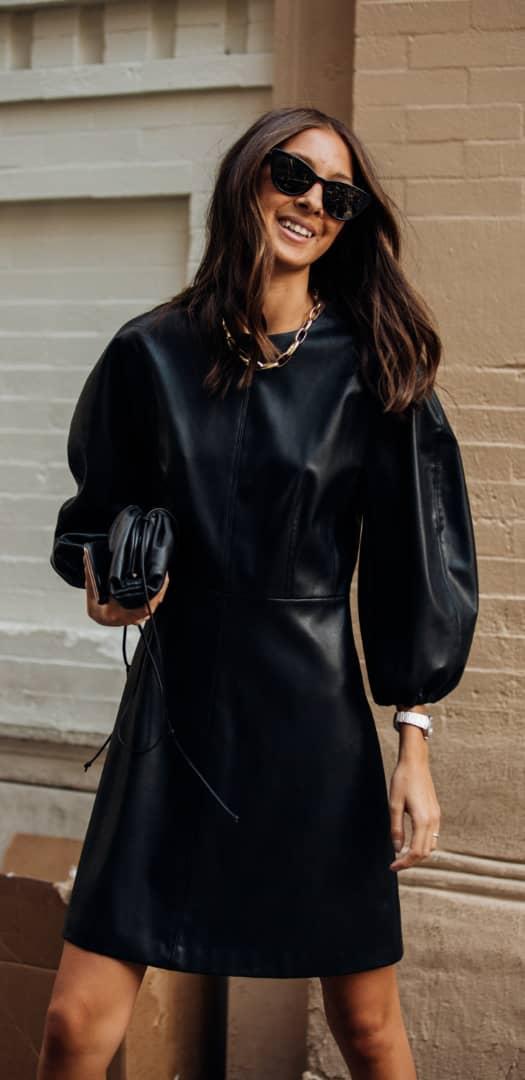 الملابس الجلدية موضة خريف 2021
